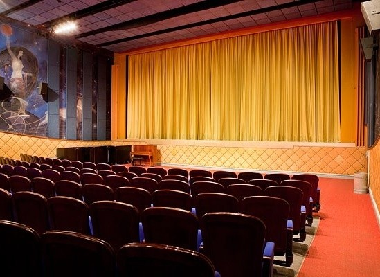 avenue teater bio Trøjborg