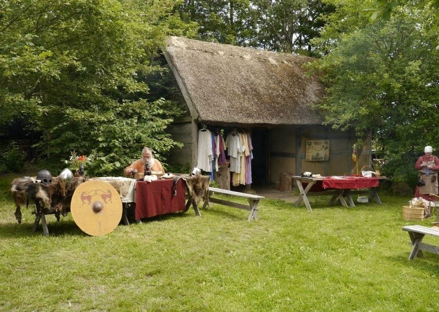 fri ledsagare klädespersedlar nära Lund